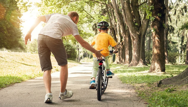 How to Teach a Child to Ride a Bike: A Start-to-Finish Guide For ...